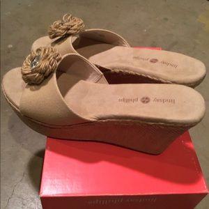 Lindsay Phillips size 9 beige Devon mule sandals